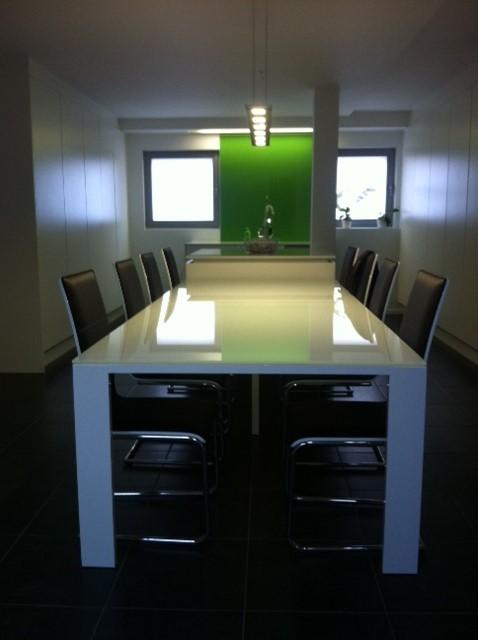 https://www.aluco.be/wp-content/uploads/2015/10/Interieur-3-alu-tafel.jpg